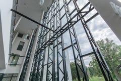 编译的内部现代 公寓营业所安排工作 大明亮的窗口 免版税图库摄影