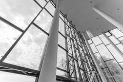 编译的内部现代 公寓营业所安排工作 大明亮的窗口 免版税库存图片