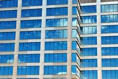 编译的现代办公室 结构上大厦详述现代 库存图片