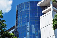 编译的现代办公室 结构上大厦详述现代 免版税库存图片