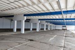 编译的空的停车 库存照片