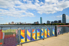 编织在剑桥和波士顿之间的桥梁在Massachusettes 免版税库存照片