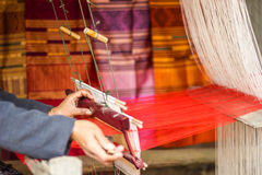 编织在北部老挝的丝绸 免版税库存照片
