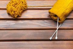 编织在桌上 库存图片