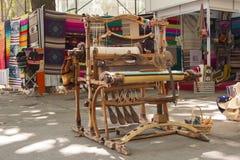 编织的木织布机 免版税库存图片