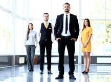 编组确信地看一个专业企业的队的画象 免版税图库摄影