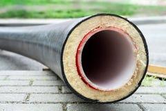 绝缘材料 有保冷特写镜头的管子 库存图片