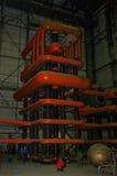 绝缘物有巨大tesla发电器的测试实验室 免版税库存照片