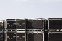 缚住案件和飞行案件运输savely音乐设备 图库摄影