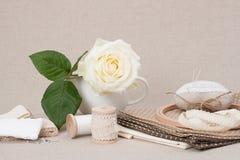 缝合和刺绣工艺成套工具 剪裁辅助部件 库存照片