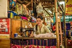 缝合在仰光,缅甸的亚裔妇女 库存照片