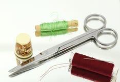 给缝合的东西穿衣的辅助部件 免版税库存图片
