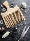缝合的和编织的工具 免版税库存照片