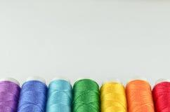 缝合的多彩多姿的彩虹线程数 库存图片