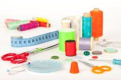缝合的工具和辅助部件 免版税库存照片