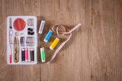 缝合的工具和针线包 图库摄影