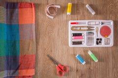 缝合的工具和针线包 免版税库存图片