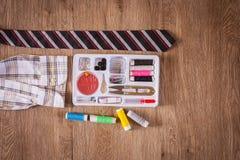 缝合的工具和针线包 免版税库存照片