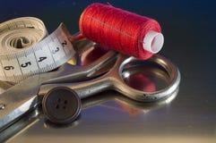 缝合的辅助部件和工具为剪裁 免版税库存图片