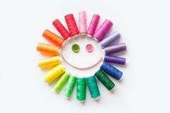 缝合的颜色螺纹 奶油被装载的饼干 螺纹圈子关于 免版税库存图片