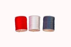 缝合针线五颜六色的棉花卷轴短管轴  免版税图库摄影