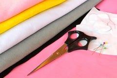 缝合集合为毛毡猫头鹰-如何做猫头鹰手工制造玩具 免版税图库摄影
