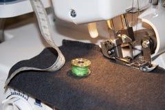 缝纫机和辅助部件 图库摄影