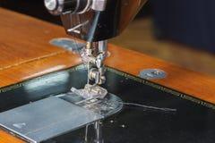 缝纫机的特写镜头针 免版税图库摄影