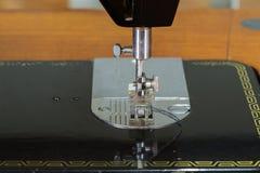 缝纫机的特写镜头针 免版税库存照片