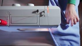 缝纫机顶视图  裁缝是工作,做缝在织品 影视素材