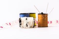 缝纫针刺绣缝合滚动了入褐色 免版税图库摄影