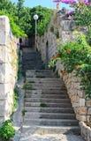 缩小的老街道在杜布罗夫尼克市,克罗地亚 库存图片