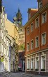 缩小的街道在老里加,拉脱维亚 库存图片