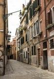 缩小的街道威尼斯 库存照片