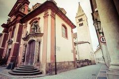 缩小的Jirska街道视图在布拉格城堡的 库存图片