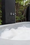 浴缸和泡影 免版税库存照片