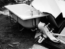 浴缸和水槽左外部 免版税库存照片