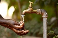 水缺乏-非洲的净水项目 图库摄影