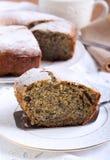 罂粟种子和葡萄干圆环蛋糕 库存图片