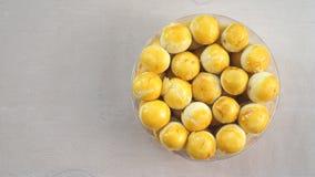 罐甜点结块从indones的食物(nastar,传统食物 免版税库存照片