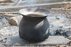 黑罐蒸气熨斗 免版税库存图片