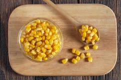 罐装玉米五谷 免版税库存照片