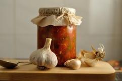 罐装菜和大蒜 库存图片