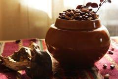 罐豆用蘑菇 免版税库存图片