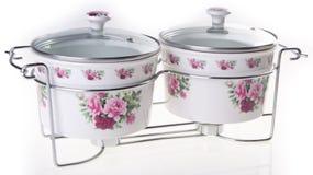 罐,在白色背景的陶瓷罐 免版税库存图片