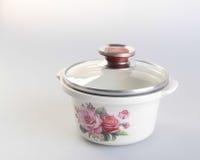 罐 在背景的砂锅 在backgroun的砂锅罐 库存照片