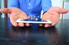 网上购物在办公室 免版税库存图片