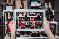 网上鞋店,网上销售 免版税图库摄影