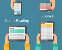 网上读书和E书 移动的设备 库存图片