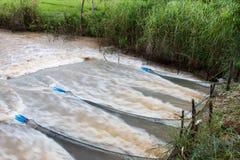 网捉住更多水流量 免版税库存照片